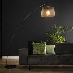 This industrial arc lamp has a single pendant, is made of metal and is finished with a charcoal touch. The light source distributes the light in a beautiful way through the room, creating a great ambiance. Industrial Floor Lamps, Wooden Floor Lamps, Arc Lamp, Retro Lampe, Flooring Sale, Black Floor Lamp, Led Lampe, Fashion Room, Beautiful Lights