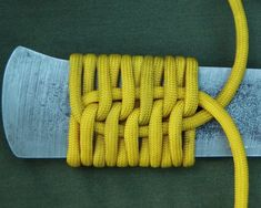 Paracord Knife Wrap Kevin McGee Carolina Bushcraft There are many different ways to wrap a knife handle with paracord. Paracord Knife Handle, Knife Handles, Paracord Bracelets, Bracelet Tutorial, Katana, Wraps, Bushcraft, Diy And Crafts