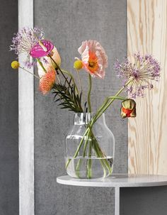 Minimalistic vase from Muuto I grey designed by Andreas Engesvik. Shaped in mouth blown glass, the Silent Vase is Scandinavian design at its subtlest. Available in two sizes and multiple colors, the Silent Vase is a humble yet decorative addition to any s Timeless Elegance, Timeless Design, Vase Transparent, By Lassen, Flower Vases, Flowers, Vase Shapes, New Nordic, Grey Glass