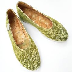 Wearing a shoe is like telling a story, a story told by your feet. Choose to tell a beautiful story, wearing confortable, easy and soft… Beautiful Stories, Handmade Accessories, Hand Weaving, Easy, How To Wear, Shoes, Instagram, Fashion, Moda
