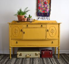 Here are home decoration in living room exactly with yellow sofas inspiration. It makes your room more fun, stylish, and full of bright addition. LOOK THE ARTICLE FOR DEATILS ! Art Furniture, Furniture Makeover, Furniture Refinishing, Living Room Sofa, Living Room Decor, Yellow Painted Furniture, Yellow Sofa, Yellow Desk, Vintage Buffet