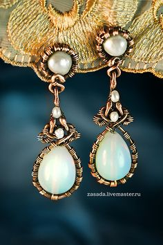 """""""The attraction of the Moon"""" Copper earrings with opal glass and pearls"""