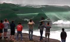 Meanwhile on Maui yesterday! Best Surfing Spots, Waimea Bay, Hawaii Surf, Visit Hawaii, Oceans Of The World, Surf City, Big Waves, Hawaiian Islands, Surfs Up