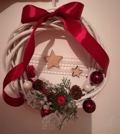 Red & white Christmas wreath.