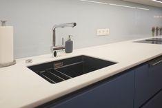 Immer wieder gibt es spezielle Farben, die eine zeitlang angeboten werden und die neue Einbauküche noch einzigartiger machen. Für mehr Kücheninspiration, einfach unsere Website besuchen: Küchen Design, Sink, Home Decor, Simple, Kitchen Inspiration, Colors, Sink Tops, Vessel Sink, Decoration Home