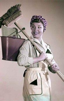 huisvrouw in de jaren '50, Vrouwen consumeerden in de jaren '50 gemiddeld 1.818 calorieën, terwijl een vrouw anno 2011 zo'n 2.178 calorieën binnenspeelt. Vrouwen uit de jaren '50 mochten dan niet naar de fitness gaan, ze verbrandden toch een goede 1.000 calorieën per dag, enkel en alleen door het huishouden te doen. Stel je maar eens voor dat je dagelijks de afwas moet doen, de vloer met de borstel moet vegen, de kleren in een grote ton moet schrobben