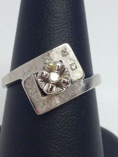 LADIES 14K WHITE GOLD VINTAGE DIAMOND RING