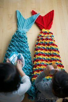 Crocodile Stitch Mermaid Tail Blanket - All About Ami : Crocodile Stitch Mermaid Tail Blankets – free pattern & video tutorial via Felene Grammer Crochet Mermaid Tail Pattern, Mermaid Tail Blanket Pattern, Crochet Mermaid Blanket, Crochet Blanket Patterns, Knitting Patterns, Knit Mermaid Tail, Mermaid Blankets, Afghan Patterns, Pattern Sewing