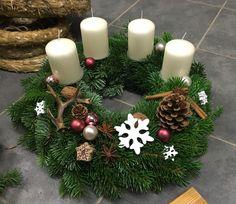 Adventskranz, Kranz, Weihnachtsfloristik, Christmas Time, Christmas Wreaths, Christmas Decorations, Holiday Decor, Epic Hair, Advent Wreath, Girls Show, Real Beauty, Door Wreaths