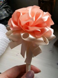 flower pen Feather Pens, Flower Pens, Holiday Crafts, Flower Power, Peacock, Ribbon, Wedding Ideas, Journal, Decorating
