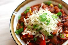 Meatless Monday and Veggie Chili - Global Dish - Stephanie Arsenault Meatless Chilli, Veggie Chili, Vegetarian Chili, Vegetarian Recipes, Healthy Recipes, Healthy Options, Healthy Meals, Veggie Recipes, Soup Recipes