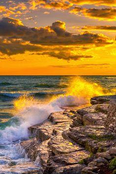 Fotografia Sunset on Lake Ontario de Fred Lord na Amazing Sunsets, Amazing Nature, Beautiful World, Beautiful Places, Landscape Photography, Nature Photography, Night Photography, Landscape Photos, Travel Photography