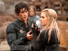 'The 100' first look: Clarke and Bellamy prepare for the apocalypse