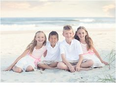 Photographing large families on the beach Ocean isle beach photographer