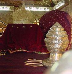 imami-azam-İmam-ı A'zam Ebu Hanife Hazretleri, m.699 yılında Kufe'de dünyaya geldi. Babası Sabit, oğluna Numan ismini verdi. Bir zamanlar Hz. Ali (ra) Efendimizle görüşme şerefine nail olan Sabit ondan kendisi ve nesli için dua talep etmiş ve Hz. Ali de bu isteğinin gerçekleşmesi için dua ve niyazda bulunmuştu. Kim bilir belki de oğlu Numan'ı İmam-ı A'zam kılan, bu duanın kabulüydü… Numan, ilk gençlik yıllarında tüccar olan babasını izleyerek kumaş ticaretine atıldı ve alışverişteki…