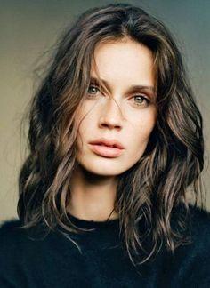 Cheveux ondulés coiffure automne-hiver 2016 - Cheveux ondulés : de jolies coiffures pour un volume maîtrisé - Elle