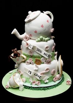 Alice in Wonderland Wedding Cake would rather have this for my bridal shower
