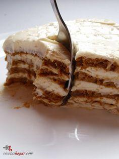 Postre-tarta de galletas con café.Receta de cocina casera elaborada paso a paso, con fotografías en cada uno de los pasos. Receta de postres y dulces.