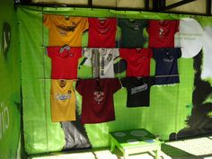 1000 ideas about t shirt displays on pinterest shirt for Portable t shirt display
