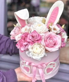 [New] The 10 Best Home Decor (with Pictures) - Húsvéti nyuszi box Easter Flower Arrangements, Creative Flower Arrangements, Easter Flowers, Floral Arrangements, Hat Box Flowers, Flower Box Gift, Flower Boxes, Easter Birthday Party, Easter Wreaths