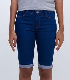 Bermuda feminina  Barra dobrada  Marca: Marfinno  Tecido: jeans  Composição: 77% algodão; 20% poliéster e 3% elastano  Modelo veste tamanho: 36       Medidas da Modelo:     Altura: 1,72  Busto: 80  Cintura: 64  Quadril: 89       COLEÇÃO INVERNO 2016     Veja outras opções de    bermudas femininas.