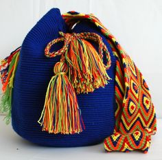 @ipuanabarcelona Trendy Accessories, Fashion Accessories, Quirky Girl, Crochet Bag Tutorials, Tapestry Crochet Patterns, Art Bag, Crochet Handbags, Beaded Bags, Yarn Projects
