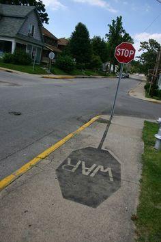【画像】なるほどそうきたか!ヒビ割れすらも利用したアイデア溢れるストリートアート写真26枚:小太郎ぶろぐ