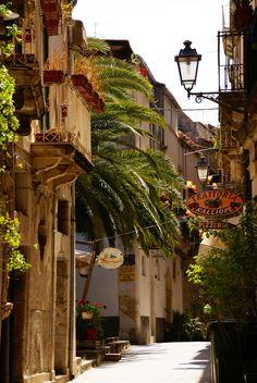 Via del Consiglio Reginale, Siracusa-Ortigia, Italy #siracusa