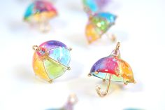 Resin earrings in shape of umbrellas! Diy Resin Crafts, Diy And Crafts, Arts And Crafts, Diy Uv Resin, Kawaii Jewelry, Cute Jewelry, Resin Jewelry, Jewelry Crafts, Gold Jewellery