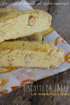 biscotti da latte con mandorle tostate ricetta biscotti per la colazione