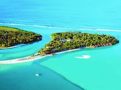 Aitutaki - Island Resort. Paradise in the Cook Islands, Oceania. Watch http://destinations-for-travelers.blogspot.com.br/2015/08/aitutaki-cook-islands.html
