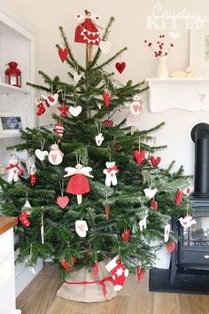 Country Christmas Trees, Bohemian Christmas, Gold Christmas Decorations, Holiday Tree, Christmas Love, Scandinavian Christmas, Xmas Tree, All Things Christmas, Christmas Crafts