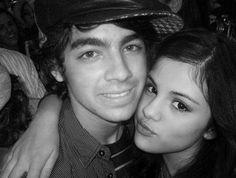 Joe Jonas lên tiếng khuyên bảo Justin Bieber và Selena Gomez
