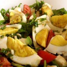 Rukkolasaláta tojással | Nosalty Caprese Salad, Mozzarella, Feta, Diet Recipes, Low Carb, Vegetarian, Cheese, Dishes, Chicken