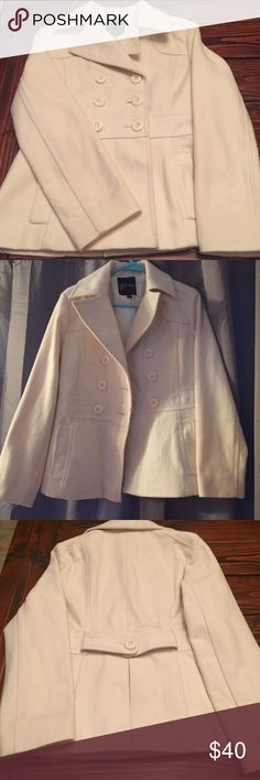GUESS White Pea Coat Women's White GUESS Pea Coat. Size Medium. Wool blend. Very heavy and thick- perfect winter coat. Fully lined. Worn less than four times. In excellent condition! No stains. Length from shoulder seam to end of Coat is approx. 24 inches and arm length from shoulder seam to cuff is approx 21.5 inches long. Guess Jackets & Coats Pea Coats