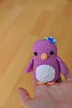 Penguin Amigurumi - Free English Pattern here: http://blog.blackhatllama.com/2016/02/penguin-free-pattern/