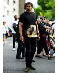 How to wear: black print crew-neck t-shirt, black ripped jeans Russell Westbrook, Black Ripped Jeans Outfit, Nba Fashion, Mens Fashion, Streetwear Summer, Style Masculin, Green Suede, Casual Fall Outfits, Beautiful Black Women