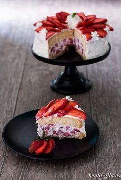 Angeschnittene Erdbeer-Torte Mascarpone Cake, Types Of Cakes, Cakes And More, Fun Desserts, Panna Cotta, Cake Decorating, Cheesecake, Food Porn, Strawberry