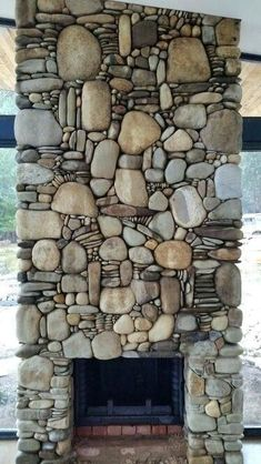 Amazing Ideas Adding River Rocks To Your Home Design - PAGUPONKU Modern home decorating with river stone. 15 Amazing Ideas Adding River Rocks To Your Home Design - PAGUPONKU Modern home decorating with river stone. River Rock Fireplaces, Stacked Stone Fireplaces, Home Fireplace, Fireplace Design, Fireplace Modern, Brick And Stone, Stone Art, Stone Masonry, River Stones