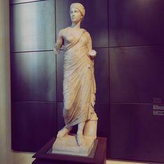 Roman women of the past #museicapitolini #roma #rome #hearth #handmadeinrome #handmadeinitaly www.hearth.biz