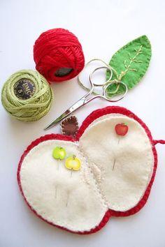 Cute DIY idea (felt apple pincushion / Pique épingle pomme - Manucre@)