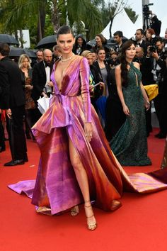 Isabeli Fontana At Red Carpet of Cannes Film Festival 2019 Maroon Dress, Orange Dress, Hollywood Model, Isabeli Fontana, Violet Dresses, Hottest Female Celebrities, Black Saree, Model Look, Brazilian Models
