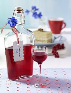 Our popular recipe for home-made redcurrant liqueur and more than 55 . Smoothie Popsicles, Smoothie Drinks, Smoothies, Cocktail Drinks, Alcoholic Drinks, Cocktails, Yummy Drinks, Healthy Drinks, Gooseberry Recipes