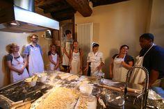 A good pasta team! Chianti Wine, Italian Pasta, Tortellini, Cooking Classes, How To Cook Pasta, Eat