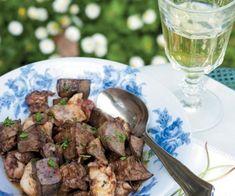Τηγανιά με αρνίσια συκωταριά ? κουζινα › συνταγες › κρέας || womenonly.gr Sprouts, Stuffed Mushrooms, Entertaining, Meat, Vegetables, Food, Stuff Mushrooms, Essen, Vegetable Recipes