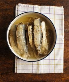 comida de quinta: sardinha em conserva