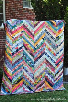 Mommy by day Crafter by night: Anna Maria Horner QAYG Herringbone Quilt …Crochet and change yarn at peaks of chevron. Herringbone QAYG by Maureen Cracknell.Great way to use up some scraps. Herringbone QAYG by Maureen Cracknell.Could use up many colors o Jellyroll Quilts, Scrappy Quilts, Easy Quilts, Patchwork Quilting, Jelly Roll Quilt Patterns, Scrap Quilt Patterns, Braid Quilt, Cute Quilts, String Quilts