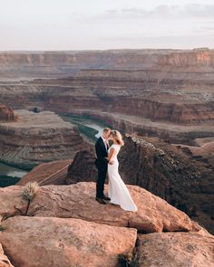 Mountain wedding photography tips and ideas Wedding Photography Checklist, Professional Wedding Photography, Fine Art Wedding Photography, Wedding Photography Inspiration, Wedding Inspiration, Photography Ideas, Wedding Poses, Wedding Dresses, Wedding Ceremony