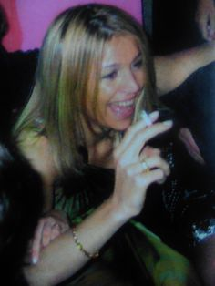 Maxima danst met een sigaretje op een bruiloft in Argentinië