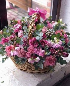 Image in Flowersh🌸🌹🌻 collection by Mahdia on We Heart It Basket Flower Arrangements, Beautiful Flower Arrangements, Floral Arrangements, Beautiful Bouquet Of Flowers, Silk Flowers, Beautiful Flowers, Beautiful Pictures, Yellow Flowers, Happy Birthday Flower